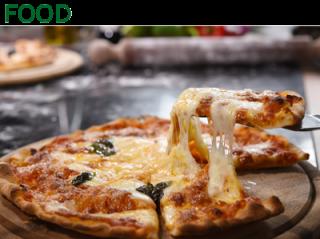 pizza su tagliere cotta al forno