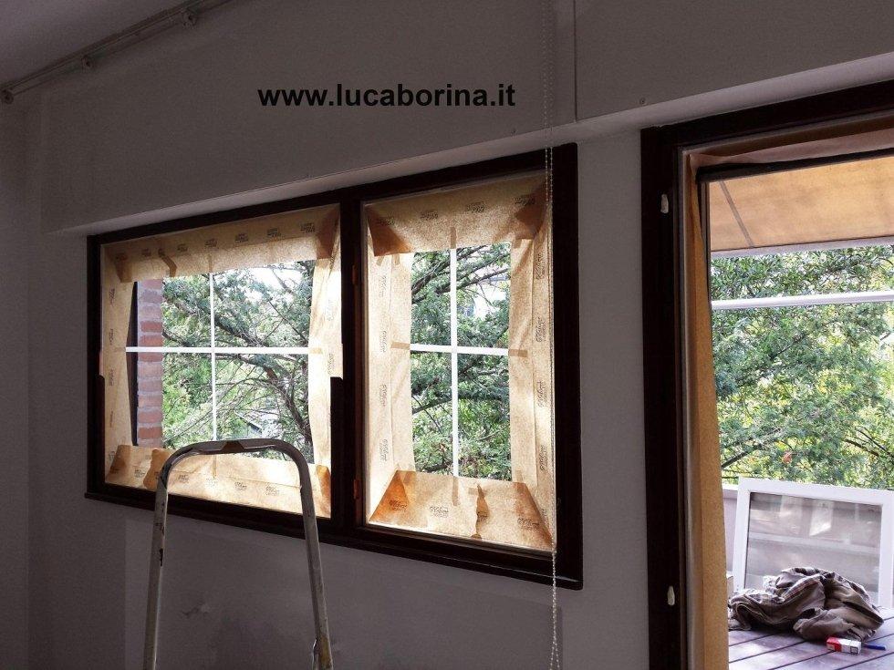 delle finestre durante il montaggio