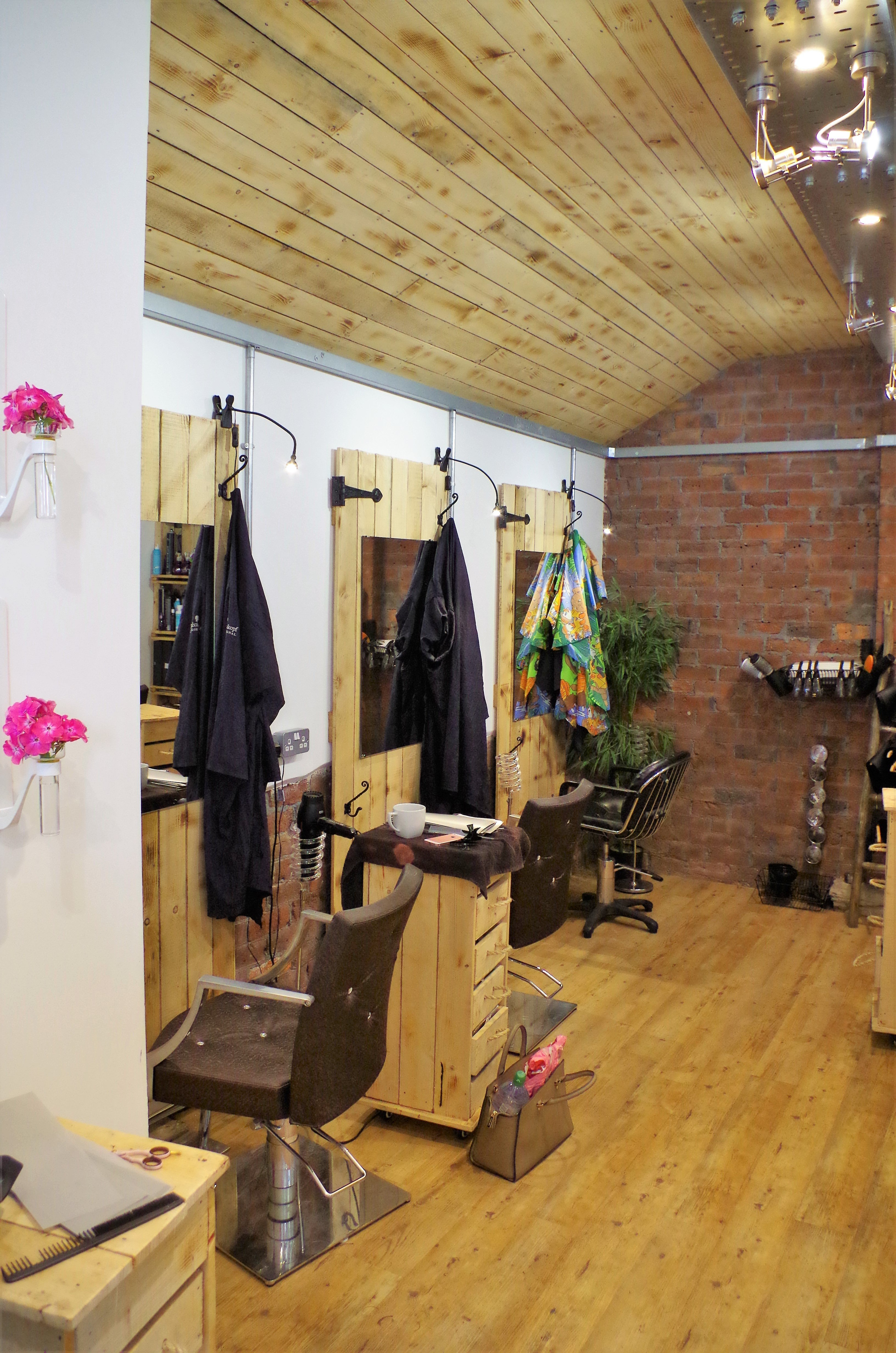 men's hairstyling area