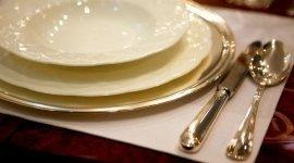 servizio di piatti e posate