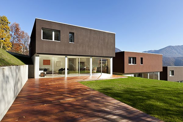 una casa moderna vista dall'esterno