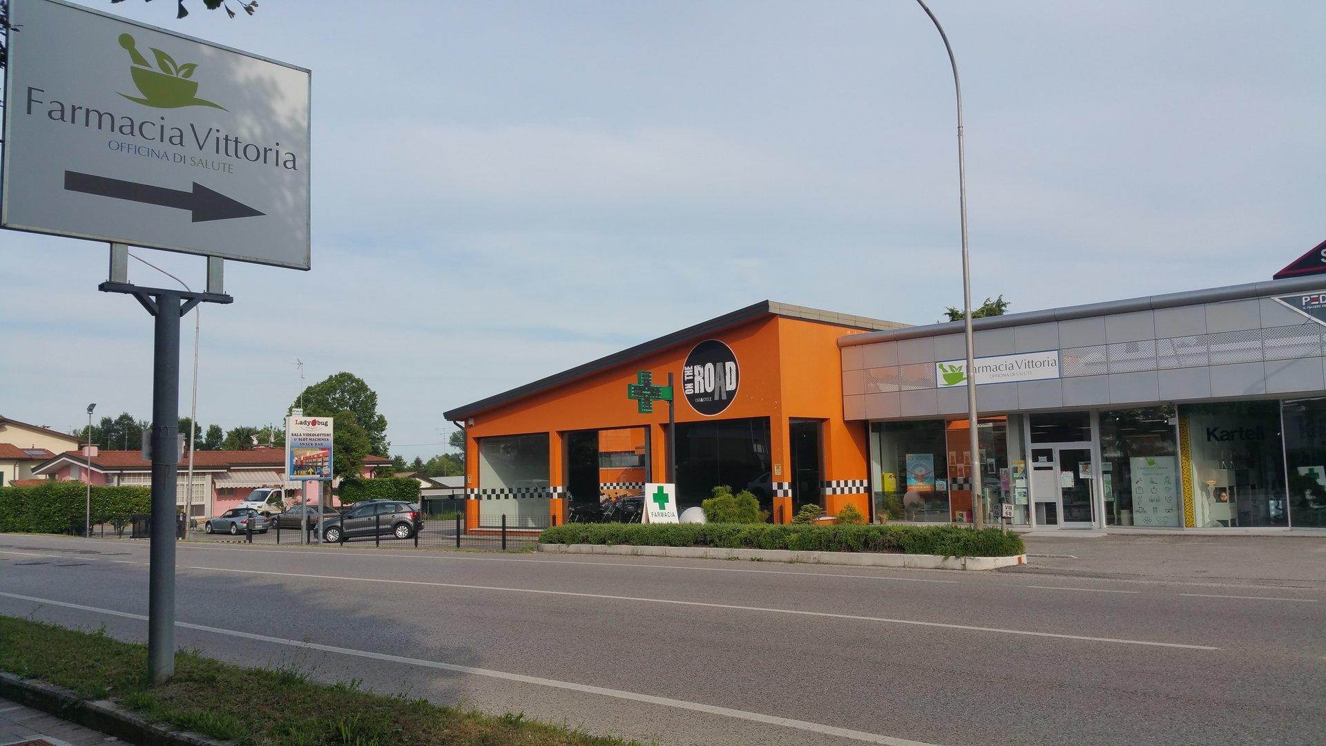 farmacia e strada