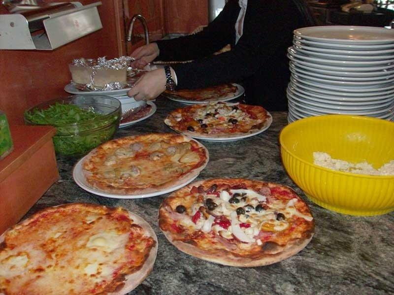 preparazione pizze speciali