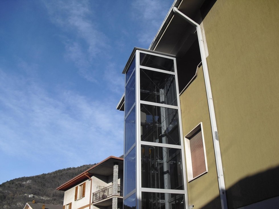 Elevatore con struttura in alluminio