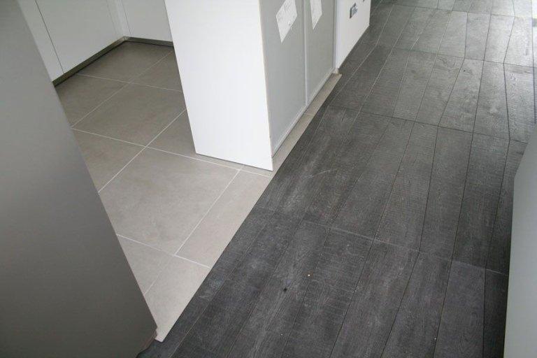 Pavimento in legno colore grigio