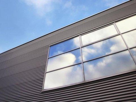 le vetrate di un edificio