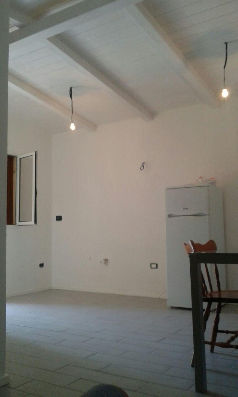 stanza interna di  Bungalow di color bianca