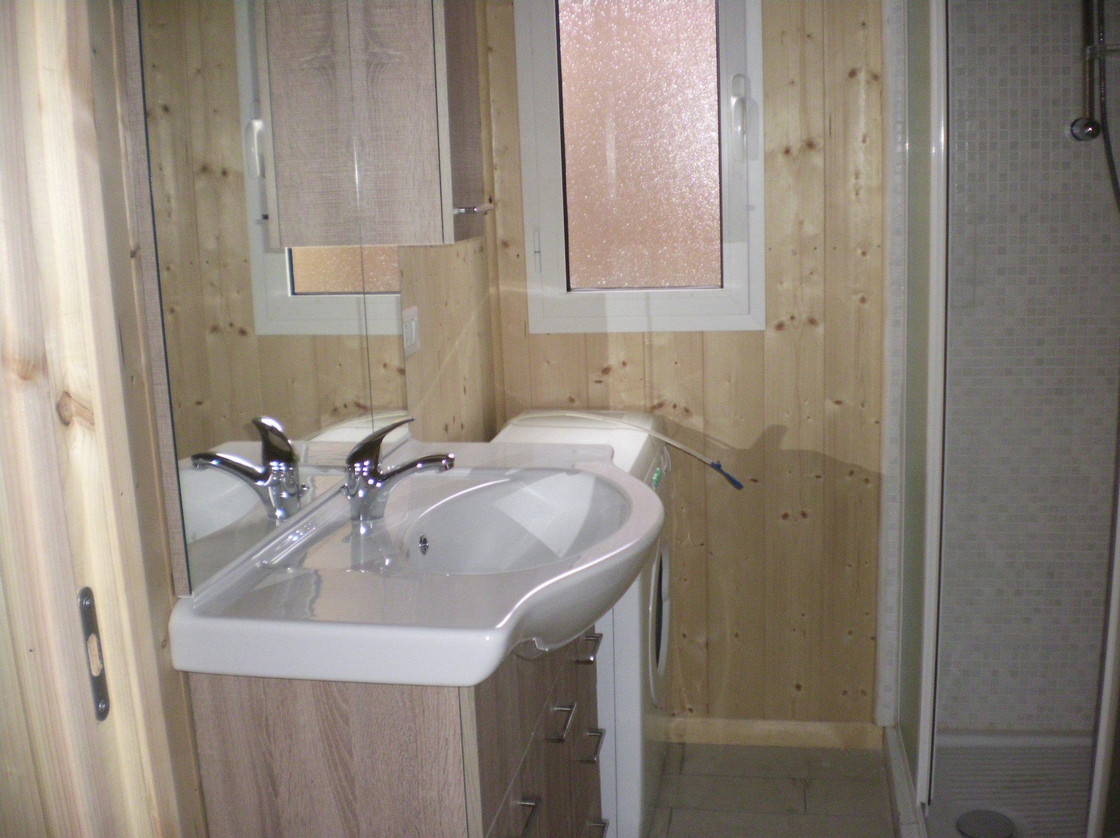 lavandino del bagno all'interno del Bungalow