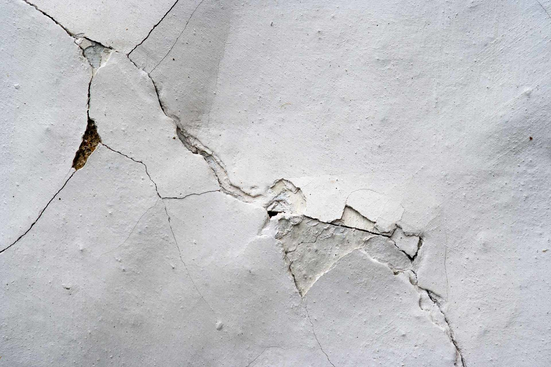 cracked wall in home