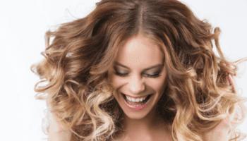 donna, sorriso, parrucchiere Carmen, ricci, bionda