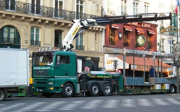 Scarico a Parigi