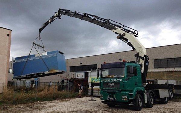 Trasporto e sollevamento container