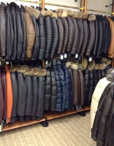 giacche di tanti colori e di diversi materiali.