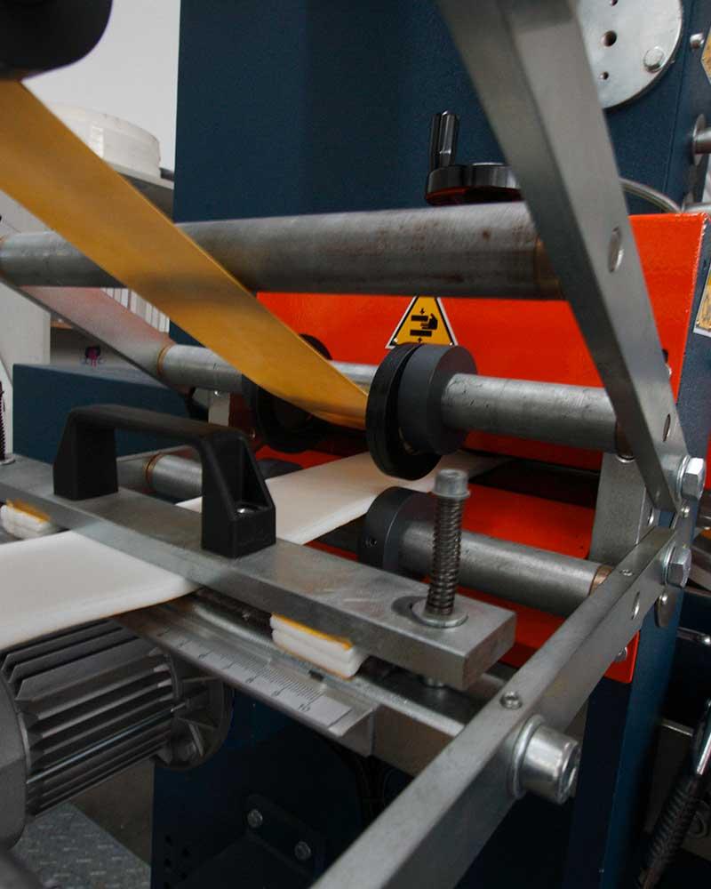 macchina per realizzazione nastri adesivi