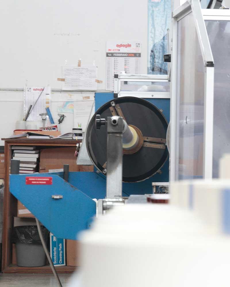 macchinario per adesivizzazione