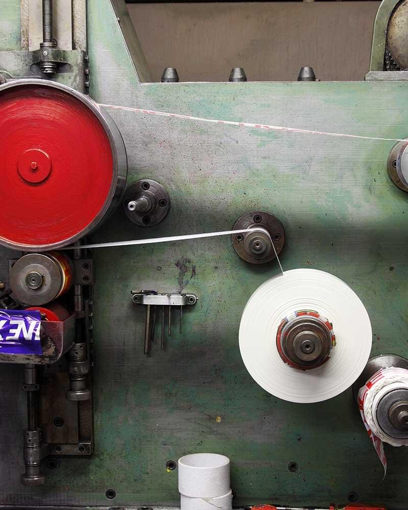 macchina per produzione rotoli di nastro