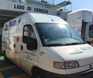 furgone della ditta EDIL 2P
