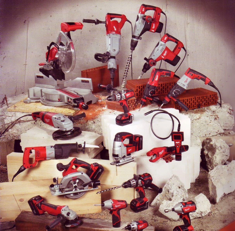 esposizione di utensili per carpenteria e lavorazioni edili