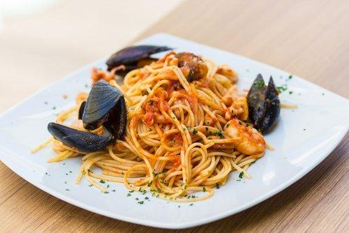 Piatto di spaghetti con cozze