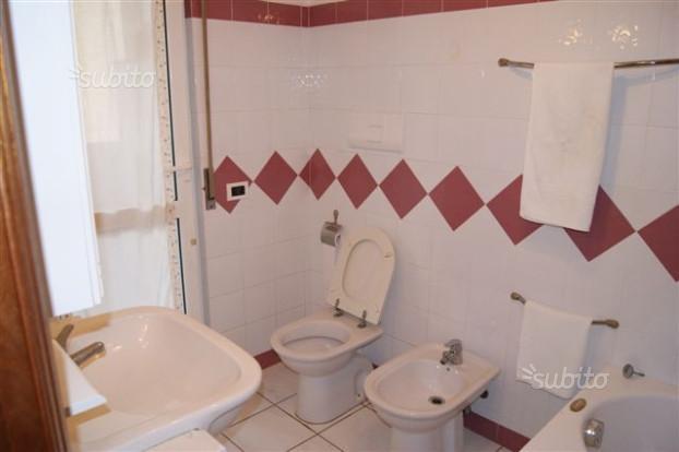 bagno con sanitari