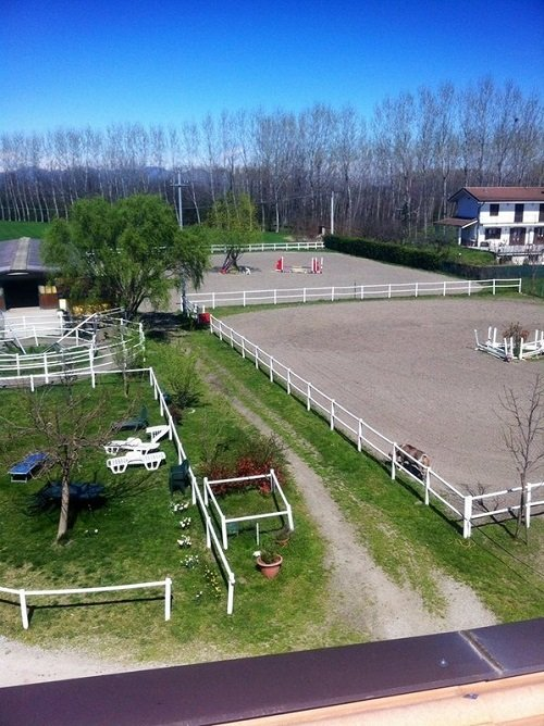 vista dall'alto del recinto da equitazione