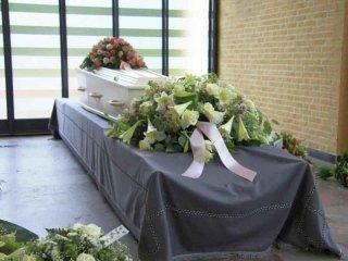 realizzazione addobbi floreali funebri