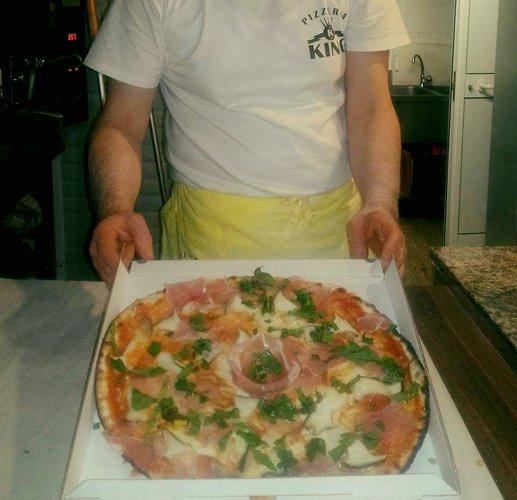 Pizza con Funghi, Speck e rucola tagliata a pezzetti