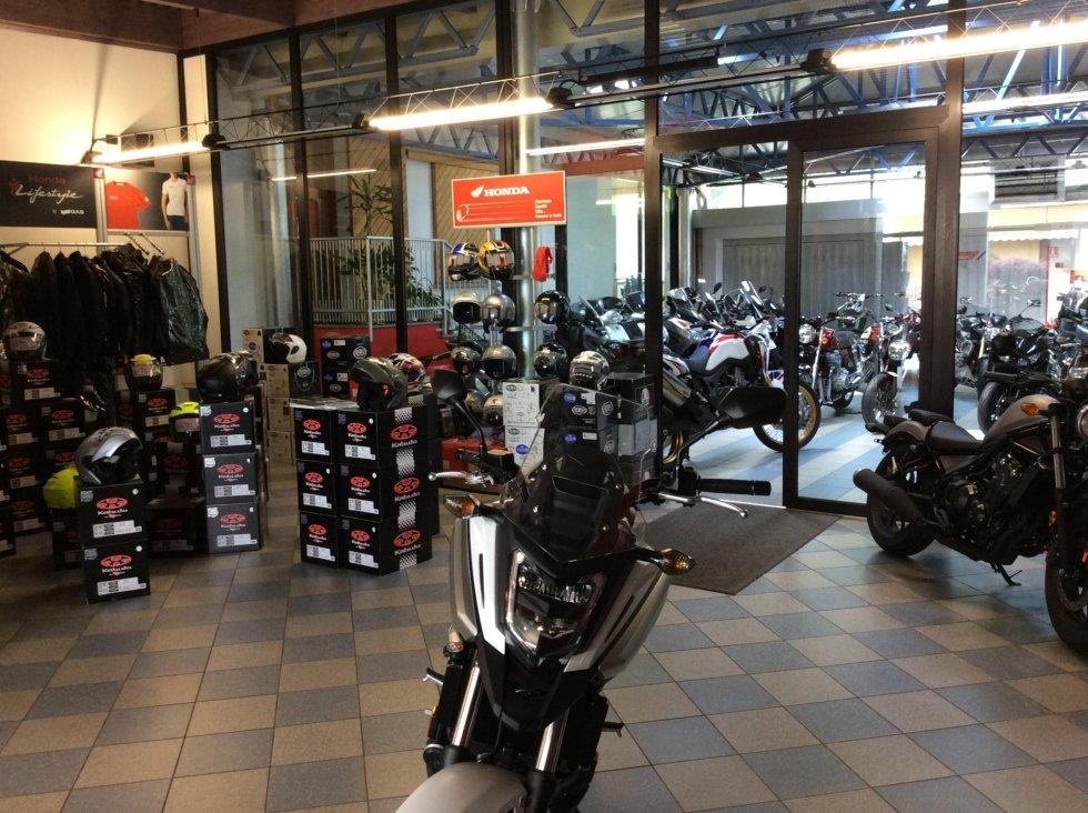 caschi e abbigliamento per motociclisti