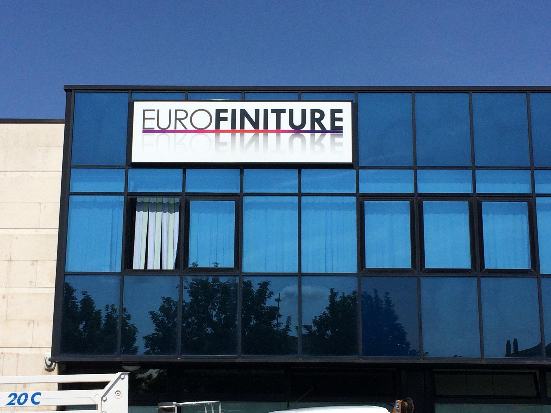 insegna eurofiniture su edificio