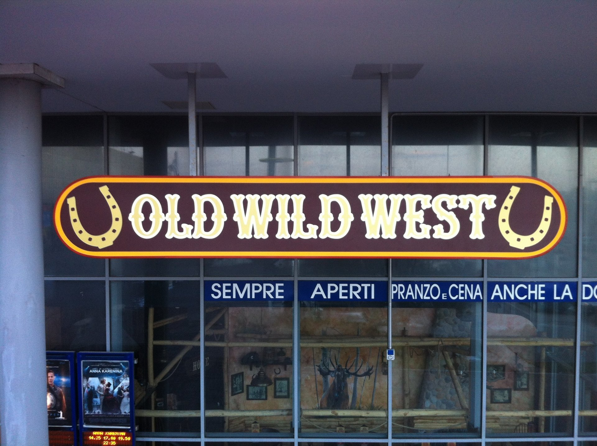 scritta luminosa old wild west