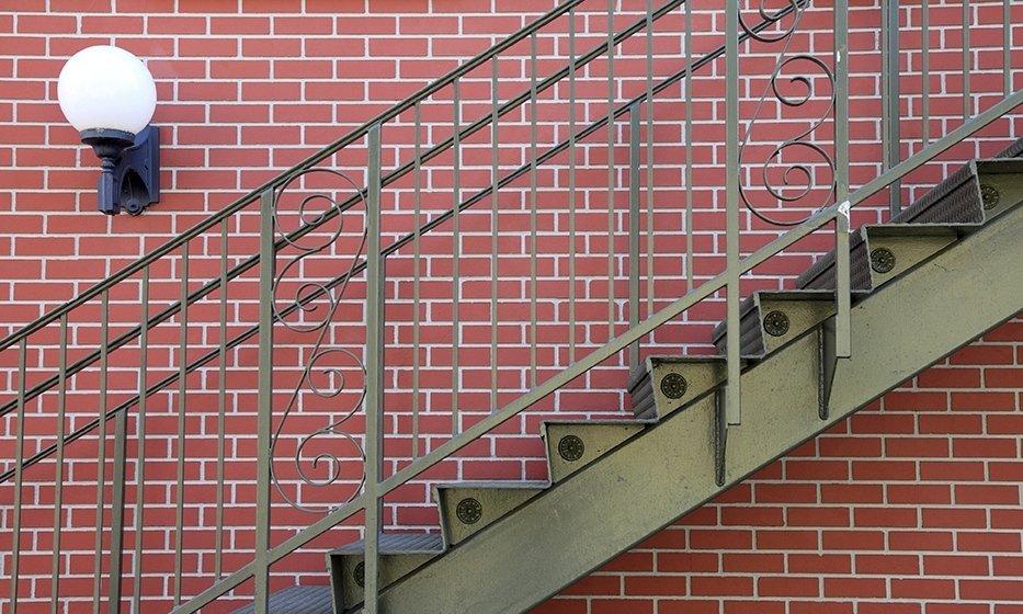 profili in ferro per scale da esterno