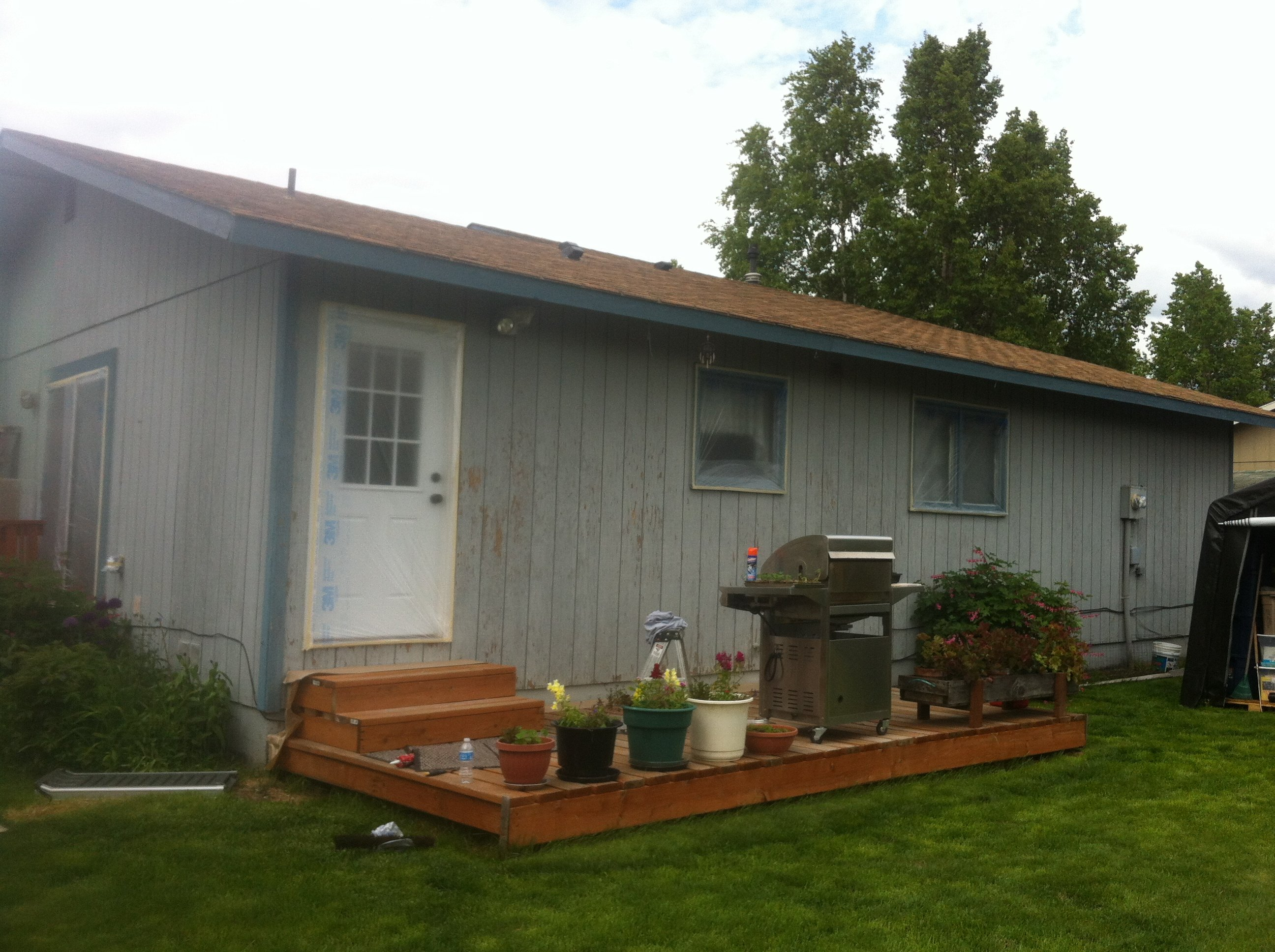 Picture of Interior paint prior to working with A & G Painting for a much needed upgrade in Anchorage, AK