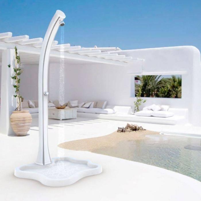doccia solare a bordo piscina