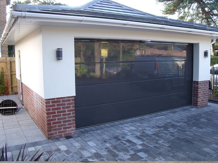 Metal oeg garage door