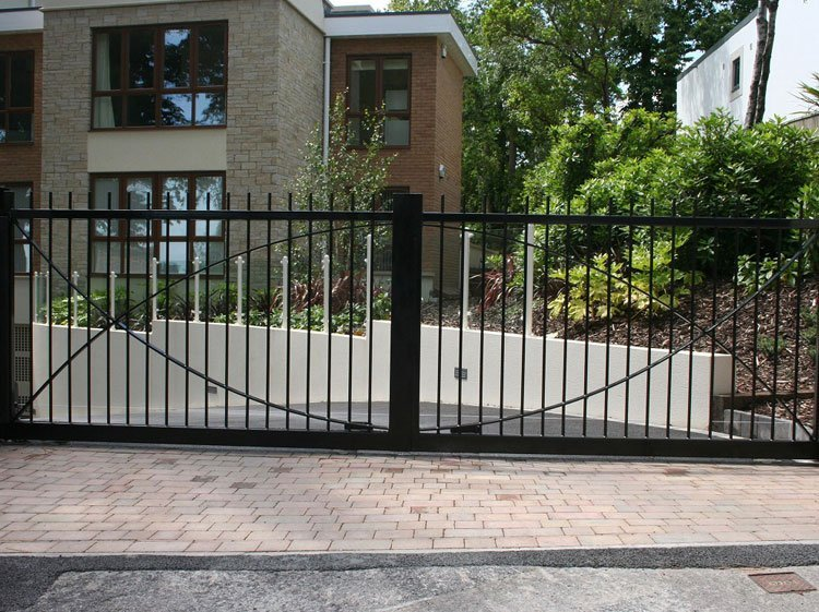 Contemporary metal gates