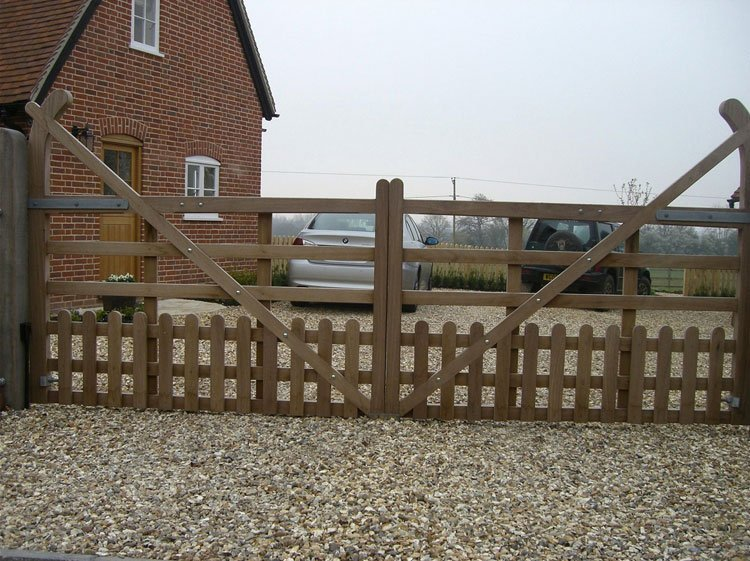 Bespoke 5-bar gate