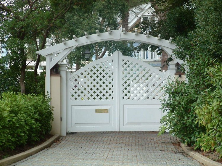 White wood ornament gates with arch