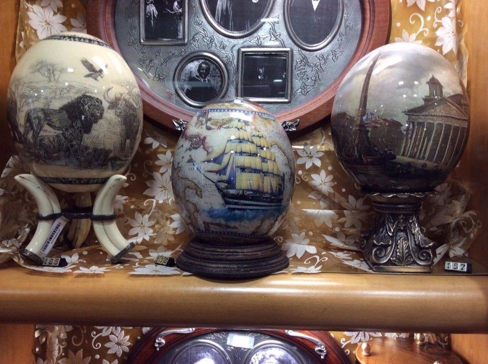 uova di struzzo decorate