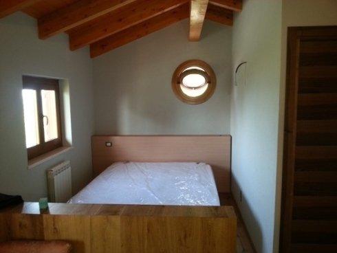 camera da letto con oblò girevole