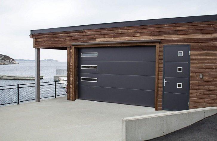 porte grigie su struttura in legno