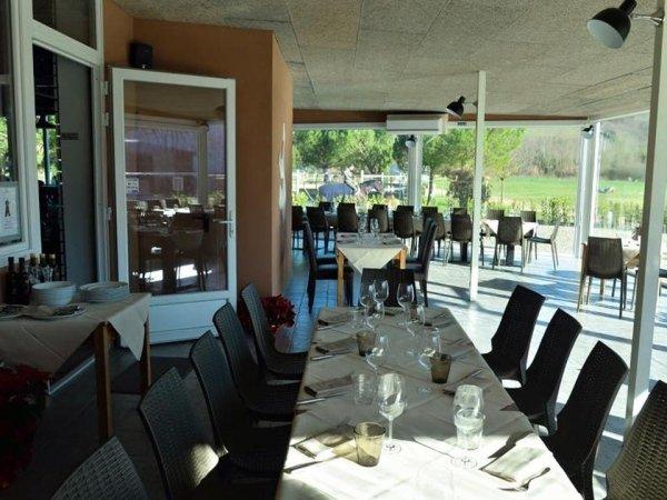 Interno ristorante con affaccio sul giardino