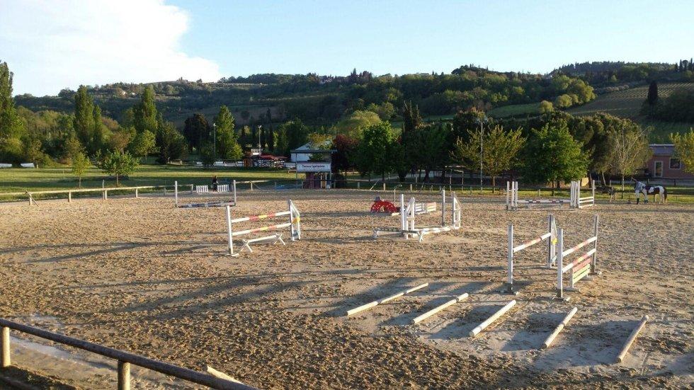Campo allenamento con ostacoli