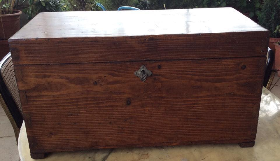 una scatola in legno