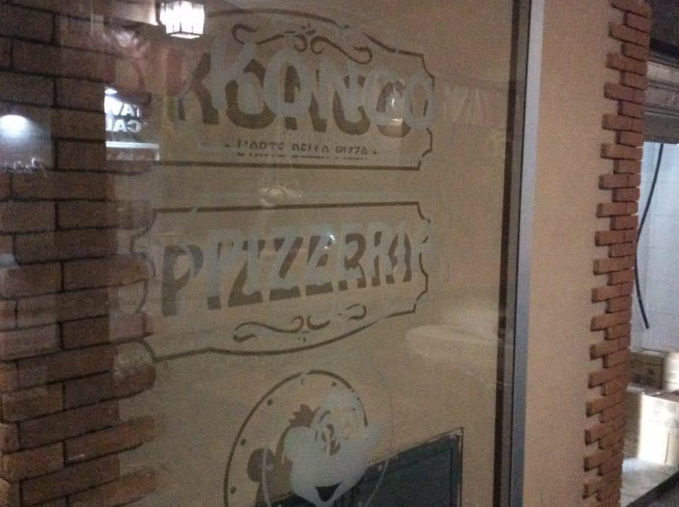 L'entrata della Pizzeria Kongo