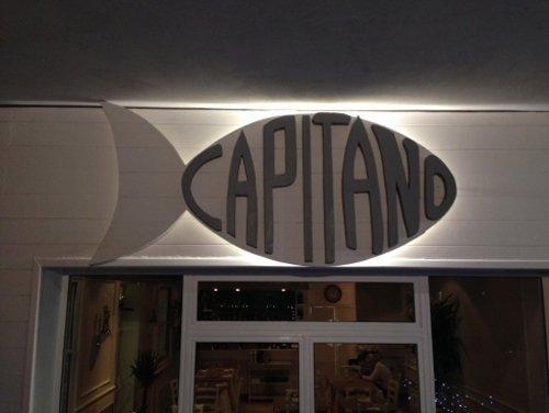 insegna del ristorante CAPITANO