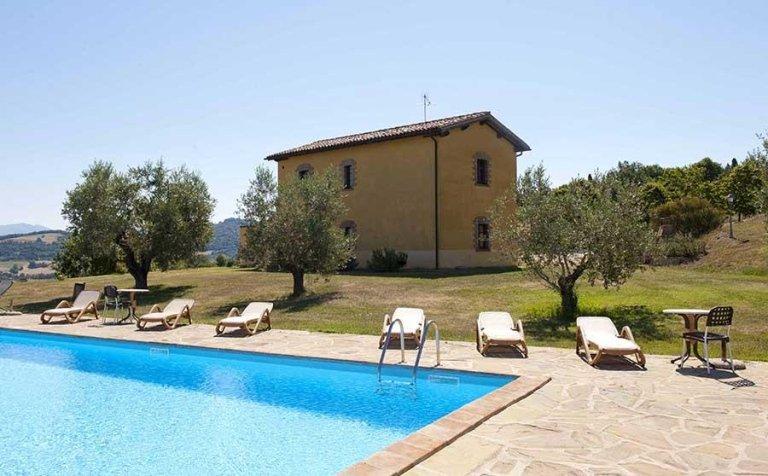 Agriturismo con piscina - Tenuta di Biscina - Gubbio