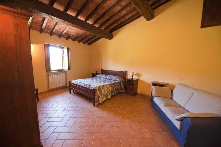 Cai Nuti Farmhousew - Holiday apartments with pool - Tenuta di Biscina - GubbioGubbio