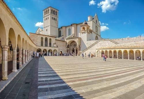 Cortile Basilica di San Francesco - Assisi