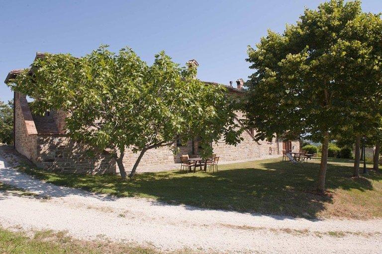 Belluggello Farmhouse - holiday 2-bedroom apartments - Tenuta di Biscina - Gubbio