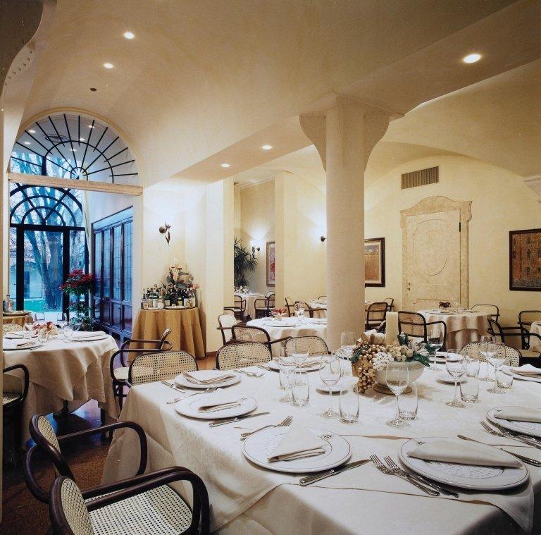 interno del ristorante e vista dei tavoli